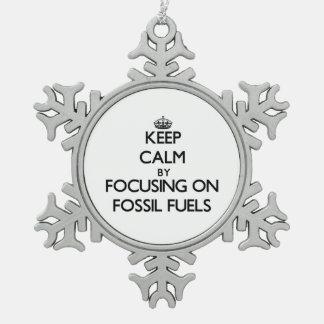 Guarde la calma centrándose en los combustibles adorno de peltre en forma de copo de nieve