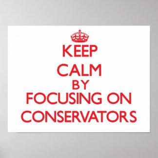 Guarde la calma centrándose en los conservadores poster