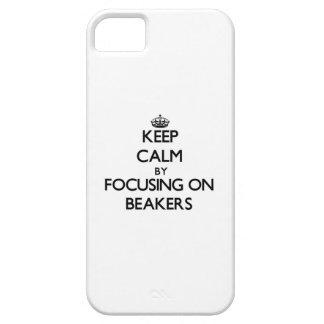 Guarde la calma centrándose en los cubiletes iPhone 5 funda