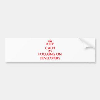 Guarde la calma centrándose en los desarrolladores etiqueta de parachoque