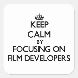 Guarde la calma centrándose en los desarrolladores pegatina cuadrada