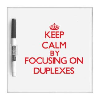 Guarde la calma centrándose en los duplex pizarras blancas