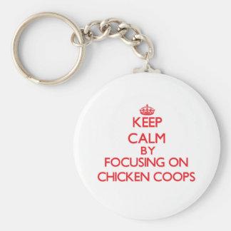 Guarde la calma centrándose en los gallineros de llavero personalizado
