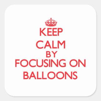 Guarde la calma centrándose en los globos pegatina cuadrada