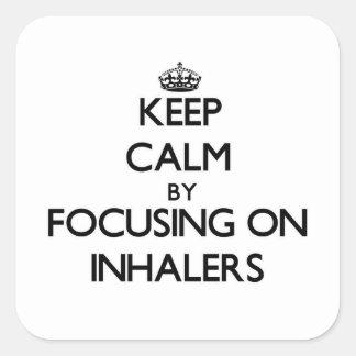 Guarde la calma centrándose en los inhaladores calcomania cuadrada personalizada
