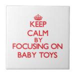 Guarde la calma centrándose en los juguetes del azulejo