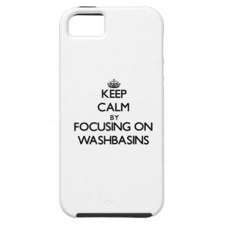 Guarde la calma centrándose en los lavabos iPhone 5 protectores