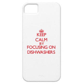 Guarde la calma centrándose en los lavaplatos iPhone 5 cárcasas