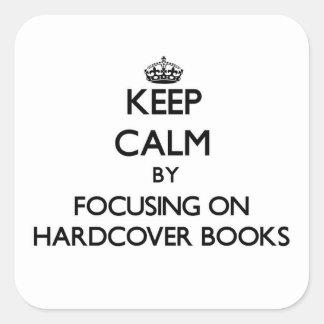 Guarde la calma centrándose en los libros de tapa calcomania cuadrada personalizada