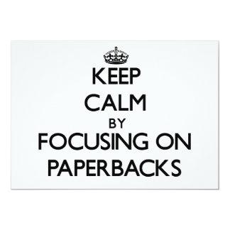 Guarde la calma centrándose en los libros en invitaciones personales