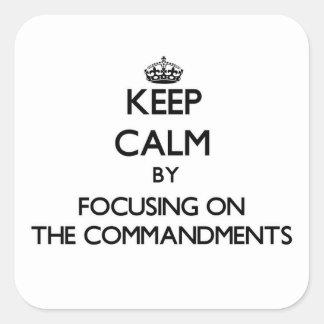 Guarde la calma centrándose en los mandamientos pegatinas cuadradases personalizadas