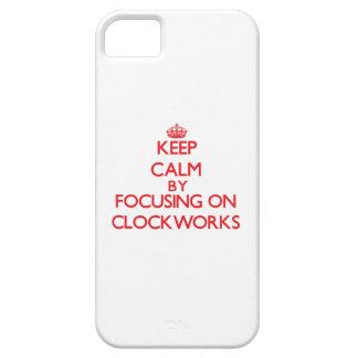 Guarde la calma centrándose en los mecanismos iPhone 5 fundas
