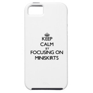 Guarde la calma centrándose en los Miniskirts iPhone 5 Case-Mate Fundas