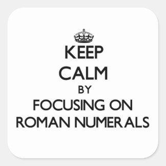 Guarde la calma centrándose en los números romanos pegatina cuadrada