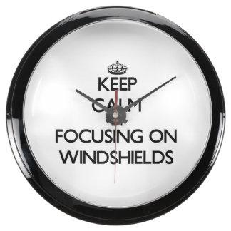 Guarde la calma centrándose en los parabrisas relojes aqua clock