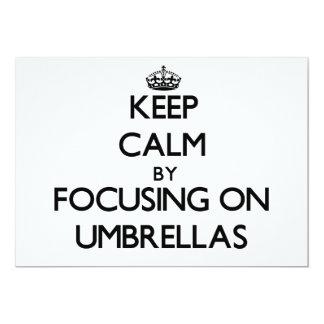 """Guarde la calma centrándose en los paraguas invitación 5"""" x 7"""""""