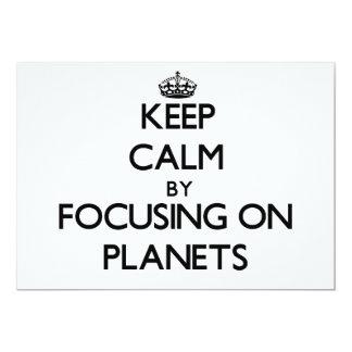 """Guarde la calma centrándose en los planetas invitación 5"""" x 7"""""""