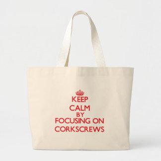 Guarde la calma centrándose en los sacacorchos bolsa