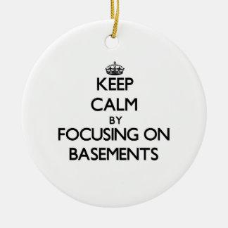 Guarde la calma centrándose en los sótanos ornaments para arbol de navidad