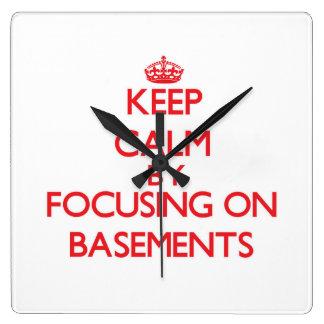 Guarde la calma centrándose en los sótanos reloj de pared