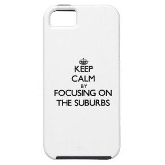 Guarde la calma centrándose en los suburbios iPhone 5 coberturas