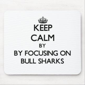 Guarde la calma centrándose en los tiburones de alfombrilla de ratón