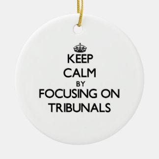 Guarde la calma centrándose en los tribunales ornamento de reyes magos