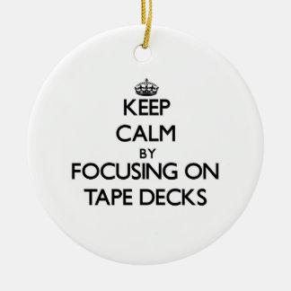 Guarde la calma centrándose en magnetófonos adorno redondo de cerámica