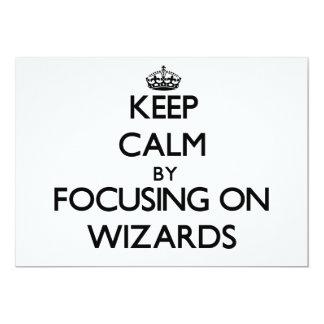 Guarde la calma centrándose en magos invitación 12,7 x 17,8 cm