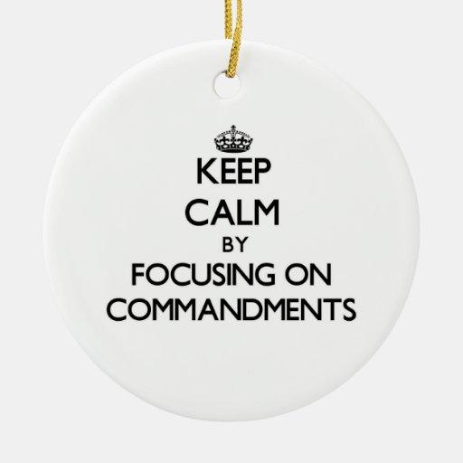 Guarde la calma centrándose en mandamientos adorno