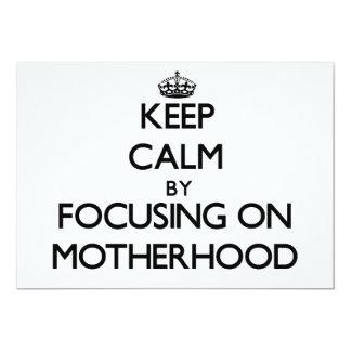 """Guarde la calma centrándose en maternidad invitación 5"""" x 7"""""""