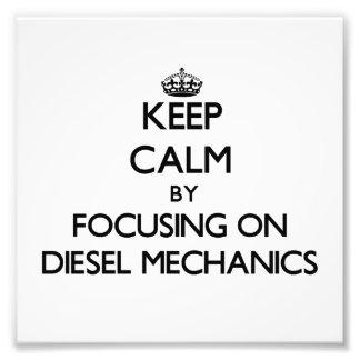 Guarde la calma centrándose en mecánicos diesel fotografias