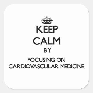 Guarde la calma centrándose en medicina pegatina cuadrada