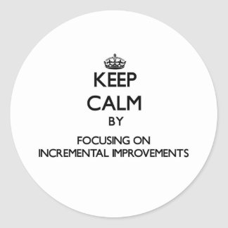 Guarde la calma centrándose en mejoras ampliadas pegatina redonda