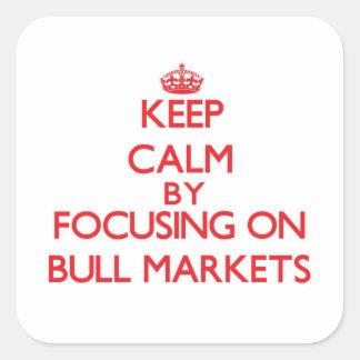 Guarde la calma centrándose en mercados alcistas pegatina cuadradas personalizadas