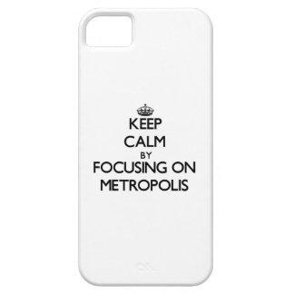 Guarde la calma centrándose en metrópoli iPhone 5 fundas