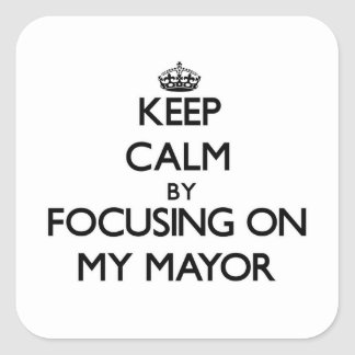Guarde la calma centrándose en mi alcalde calcomania cuadradas