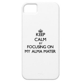 Guarde la calma centrándose en mi Alma Mater iPhone 5 Coberturas