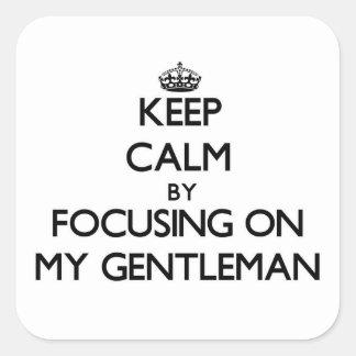 Guarde la calma centrándose en mi caballero pegatina cuadrada