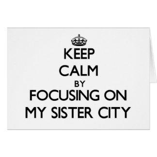 Guarde la calma centrándose en mi ciudad hermana tarjeta pequeña
