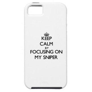 Guarde la calma centrándose en mi francotirador iPhone 5 Case-Mate protectores