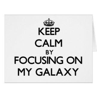 Guarde la calma centrándose en mi galaxia tarjeta de felicitación grande