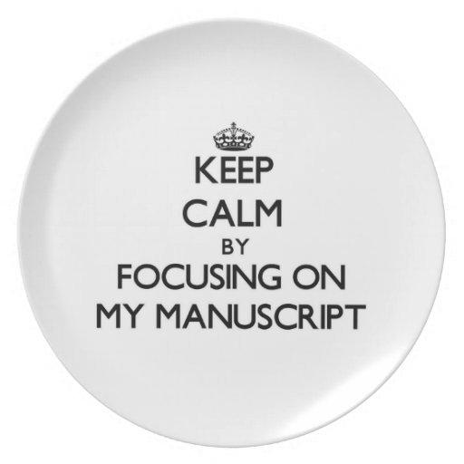Guarde la calma centrándose en mi manuscrito platos