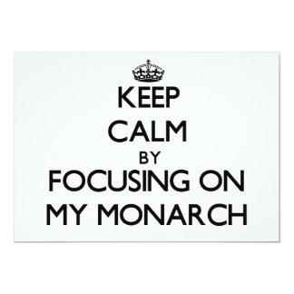 Guarde la calma centrándose en mi monarca invitación 12,7 x 17,8 cm