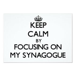 Guarde la calma centrándose en mi sinagoga invitación 12,7 x 17,8 cm