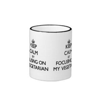 Guarde la calma centrándose en mi vegetariano taza de café