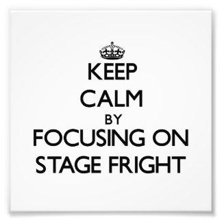 Guarde la calma centrándose en miedo escénico