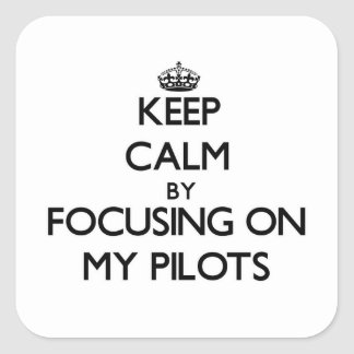 Guarde la calma centrándose en mis pilotos calcomania cuadrada personalizada