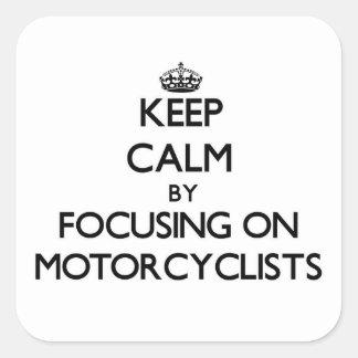 Guarde la calma centrándose en motoristas colcomania cuadrada