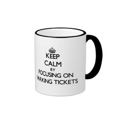 Guarde la calma centrándose en multas de taza de dos colores